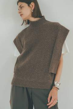SQUARE SLEEVE KNIT VEST - BEIGE
