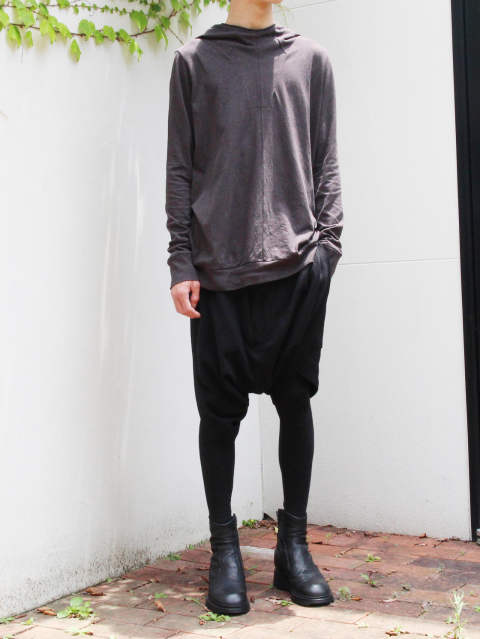 JULIUS PRE18AW - 洗練された都会的なモードスタイル